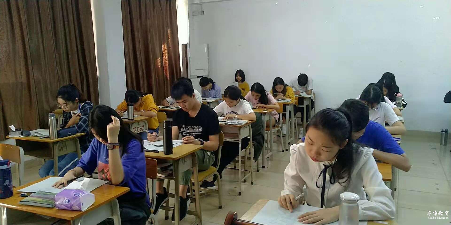 广东睿博高职高考辅导班第三次综合考试顺利进行!