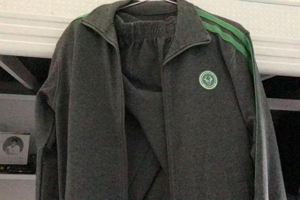 """这所""""广科""""居然要求学生买305元校服?!高职高考生慎重考虑。"""
